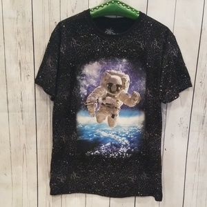 """NWOT NEVER WORN VIBES L """"Spaceman"""" Graphic Tee!"""